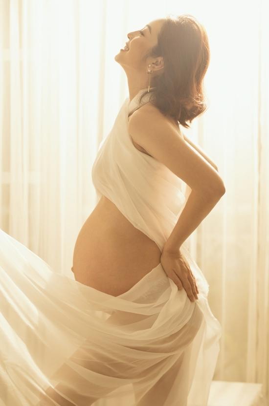 Jennifer Phạm vẫn sexy miễn chê dù đã là bà mẹ 4 con