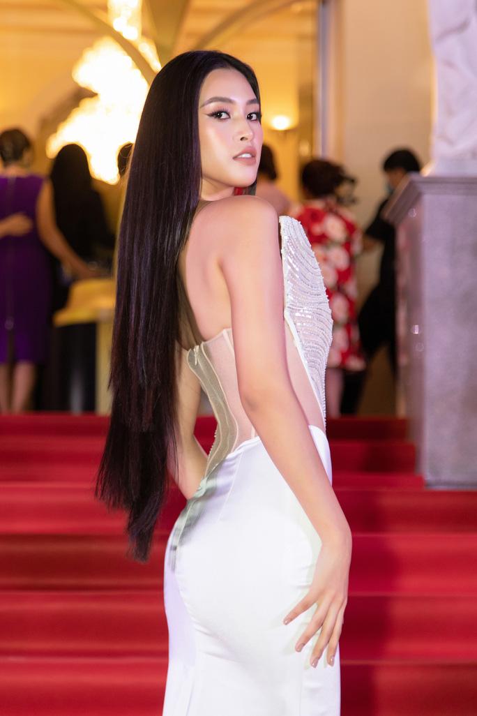 Cuộc chiến váy áo của sao Việt - Ảnh 1.