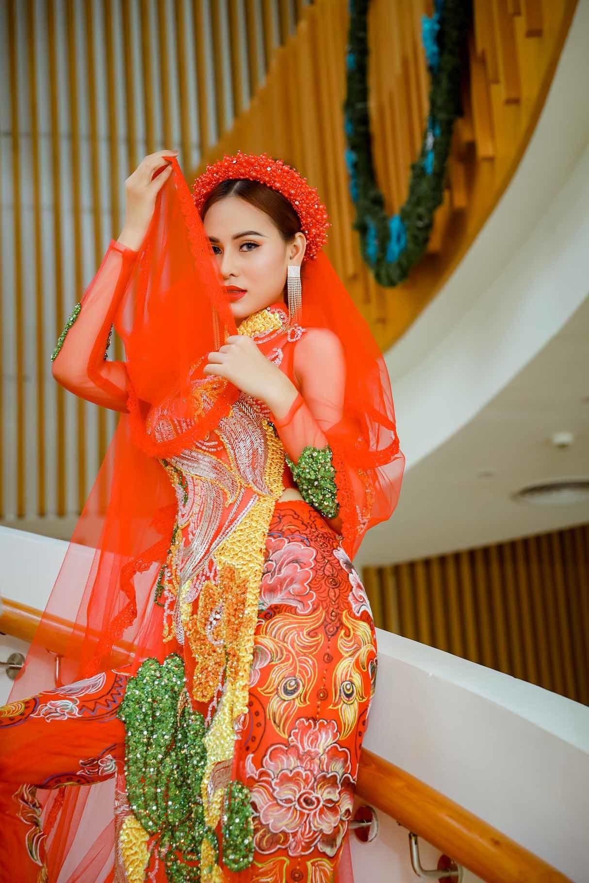 Hoa khôi Khánh My lộng lẫy với áo dài cưới
