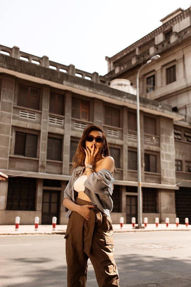 Không hở hang, Hoàng Thuỳ Linh vẫn thu hút với thời trang vạn người mê