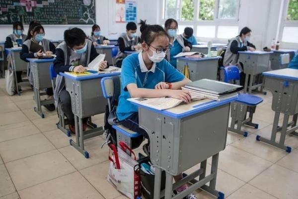 Hình ảnh học sinh Vũ Hán trở lại trường