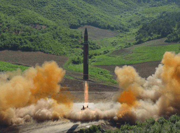 Mỹ cảnh báo: Triều Tiên có tên lửa đạn đạo bắn tới Mỹ - Ảnh 1.