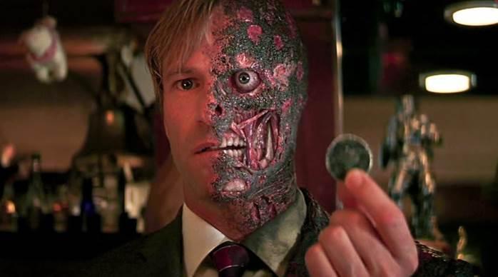 Nhân vật Harvey Dent đầy ấn tượng, biểu trưng cho 2 mặt đồng xu thiện - ác trong The Dark Knight