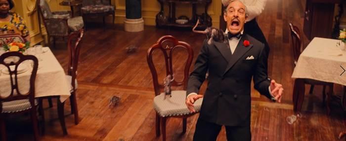Stanley Tucci sắm vai ông Stringer - Người quản lý khách sạn nơi tổ chức hội nghị phù thủy