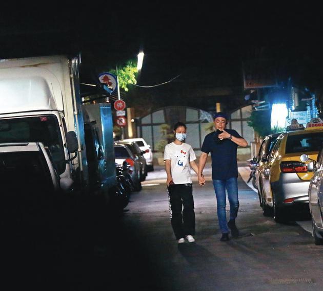 Lâm Tâm Như bị bắt gặp nắm tay Hoắc Kiến Hoa tình tứ trên phố-1