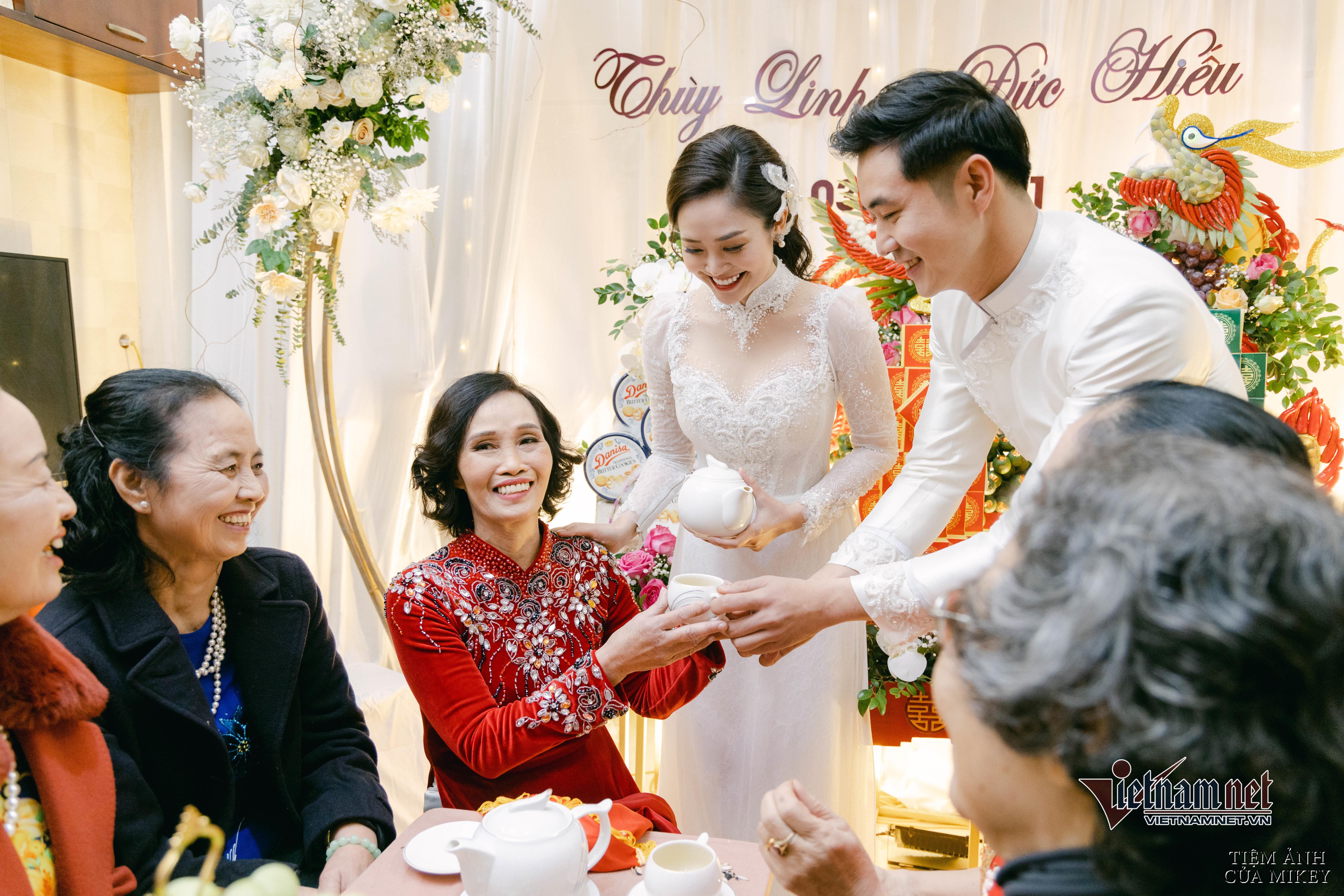 Lễ ăn hỏi của MC Thuỳ Linh VTV với diễn viên Hiếu Su