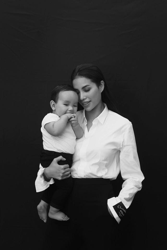 Cận mặt vẻ kháu khỉnh của con trai Hoa hậu Phạm Hương