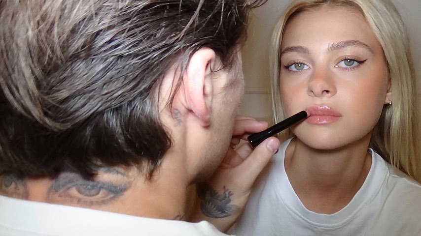 Loạt ảnh tình tứ của cậu cả nhà Beckham và con gái tỷ phú