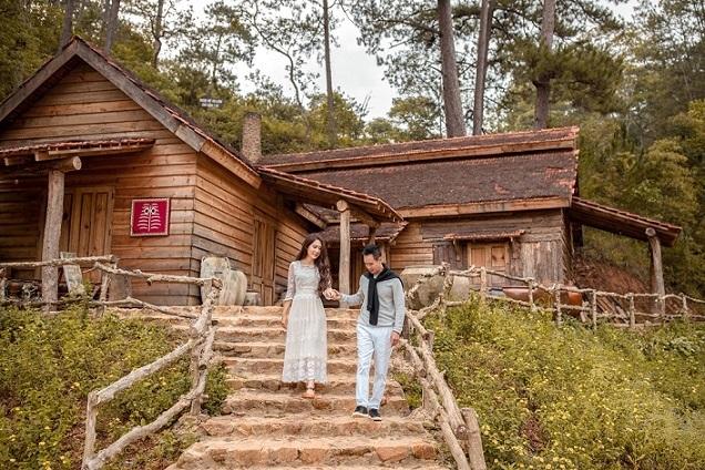 Lý Hải - Minh Hà tình cảm chụp ảnh kỷ niệm 10 năm cưới