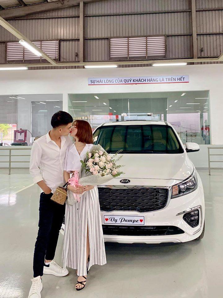 Vợ sắp cưới khoe ảnh nóng bên Mạc Văn Khoa sau thông báo hoãn tổ chức hôn lễ-5