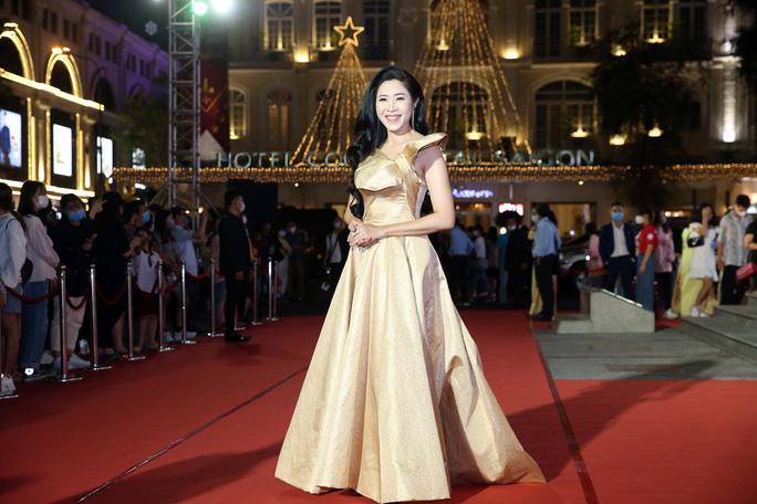 Minh Hằng, Quỳnh Lam khoe vai trần gợi cảm trên thảm đỏ Mai Vàng 2020 - Ảnh 6.
