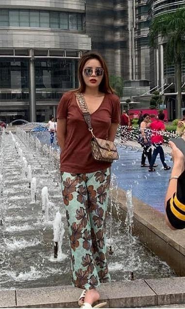 Mỹ nhân Việt bị chụp lén: Chi Pu - Thu Thảo đẹp bất chấp, Ngọc Trinh - Hà Hồ gây thất vọng-16
