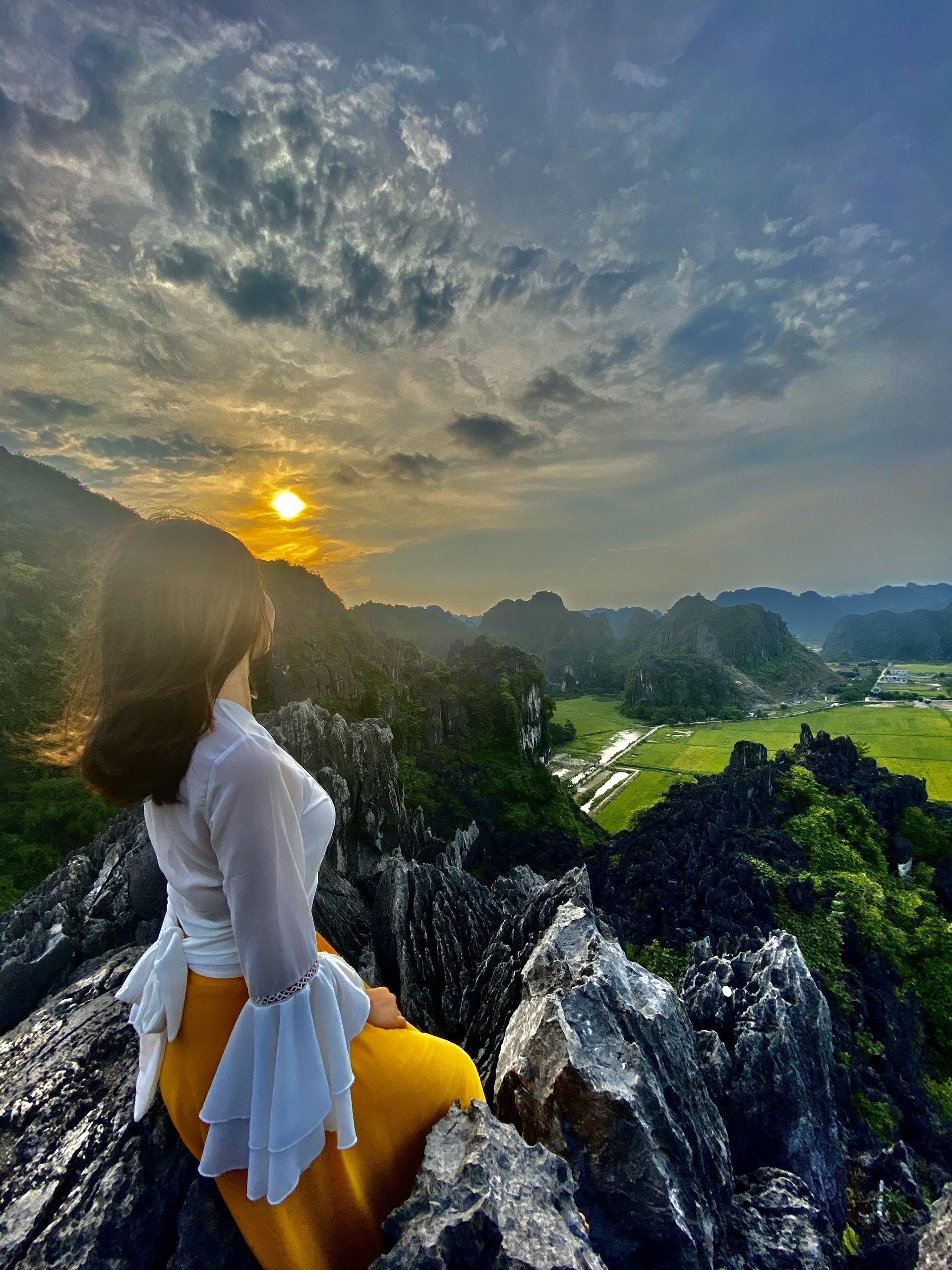Ngắm lúa chín vàng từ đỉnh Hang Múa