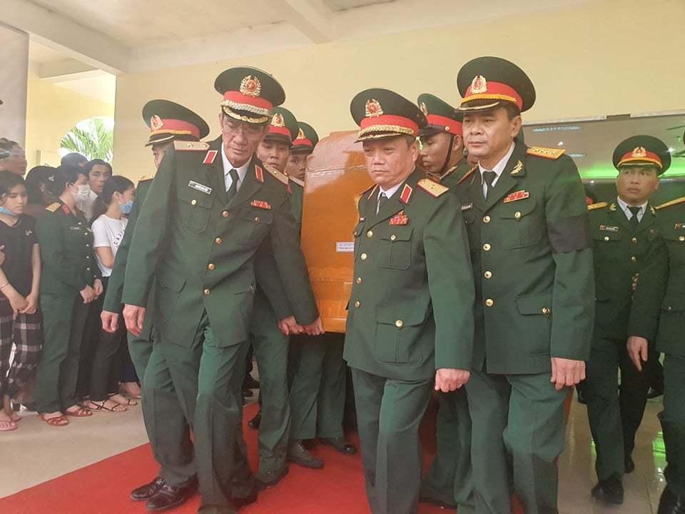 Nghẹn ngào tiễn đưa 13 cán bộ, chiến sĩ hy sinh ở Rào Trăng 3