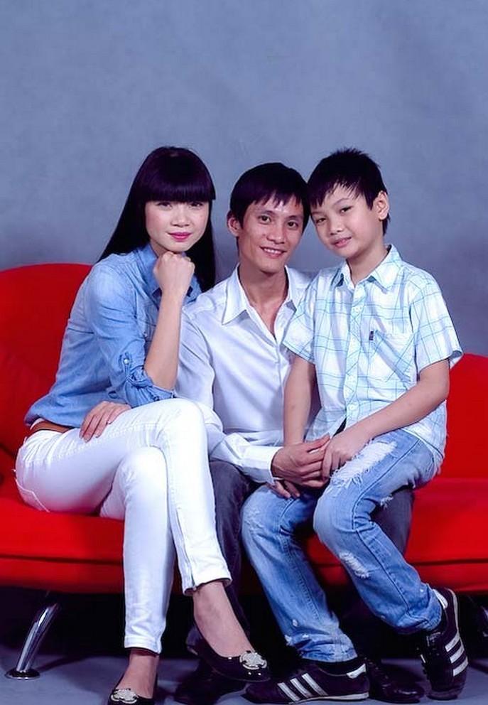 Người chồng kín tiếng suốt 20 năm của 'bà trùm chân dài' Hạ Vy