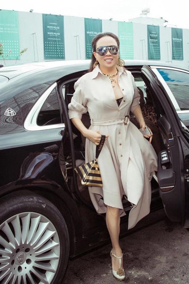 Phượng Chanel với cách phối đồ 'có một không hai' mùa dịch