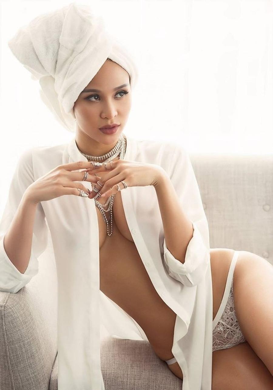 MC gợi cảm nhất Việt Nam diện áo tắm múa cột là ai?