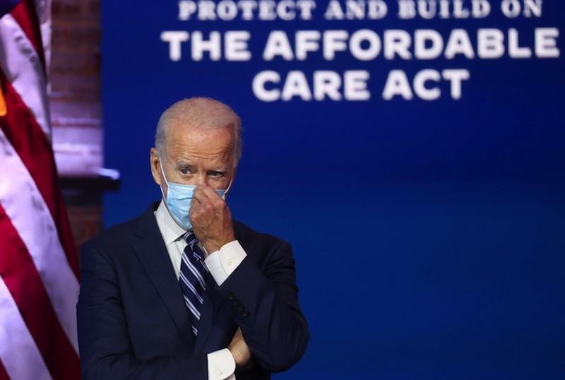 Tổng thống Biden ký sắc lệnh đảo ngược chính sách thời ông Trump