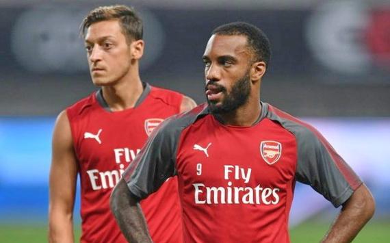 Ozil và Lacazette đều có thể rời Arsenal trong kỳ chuyển nhượng tới đây