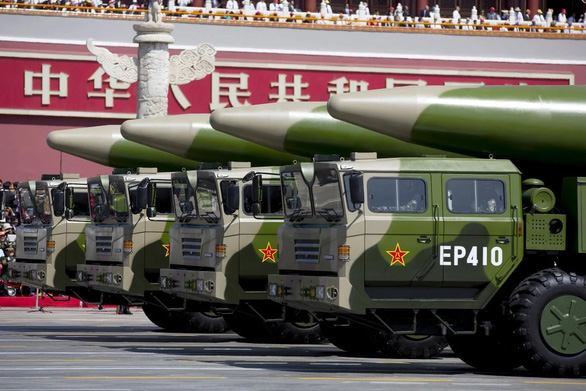 Trung Quốc phóng tên lửa ra biển Đông  - Ảnh 1.