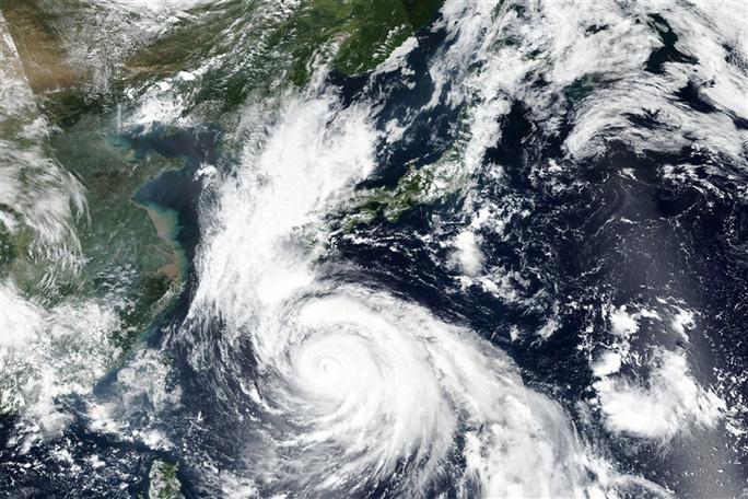 Siêu bão mạnh kỷ lục chuẩn bị đổ bộ Nhật Bản - Ảnh 1.