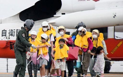 Siêu bão mạnh kỷ lục chuẩn bị đổ bộ Nhật Bản - Ảnh 2.