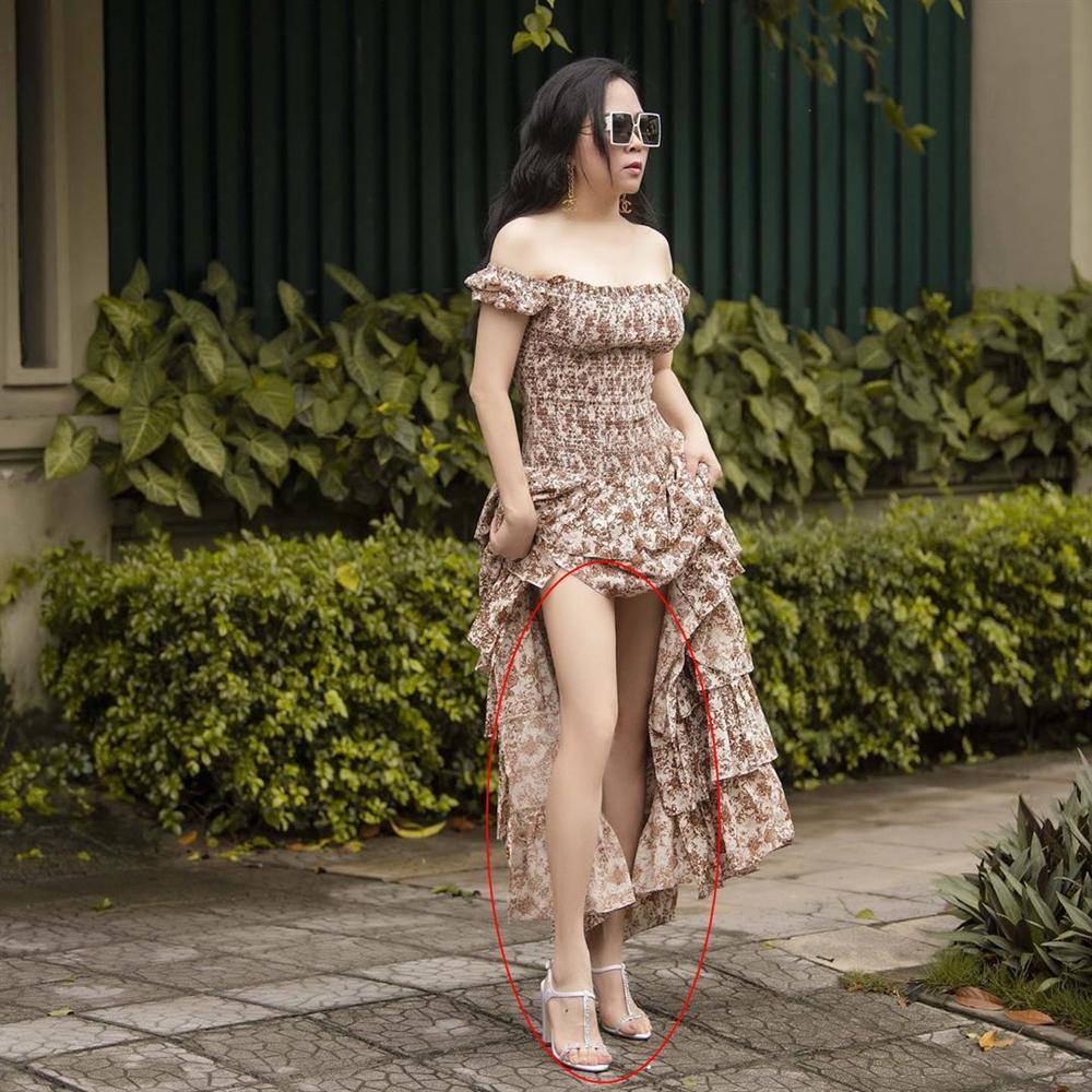 Phượng Chanel bị bóc mẽ photoshop da trắng toát, đầu gối biến mất-2