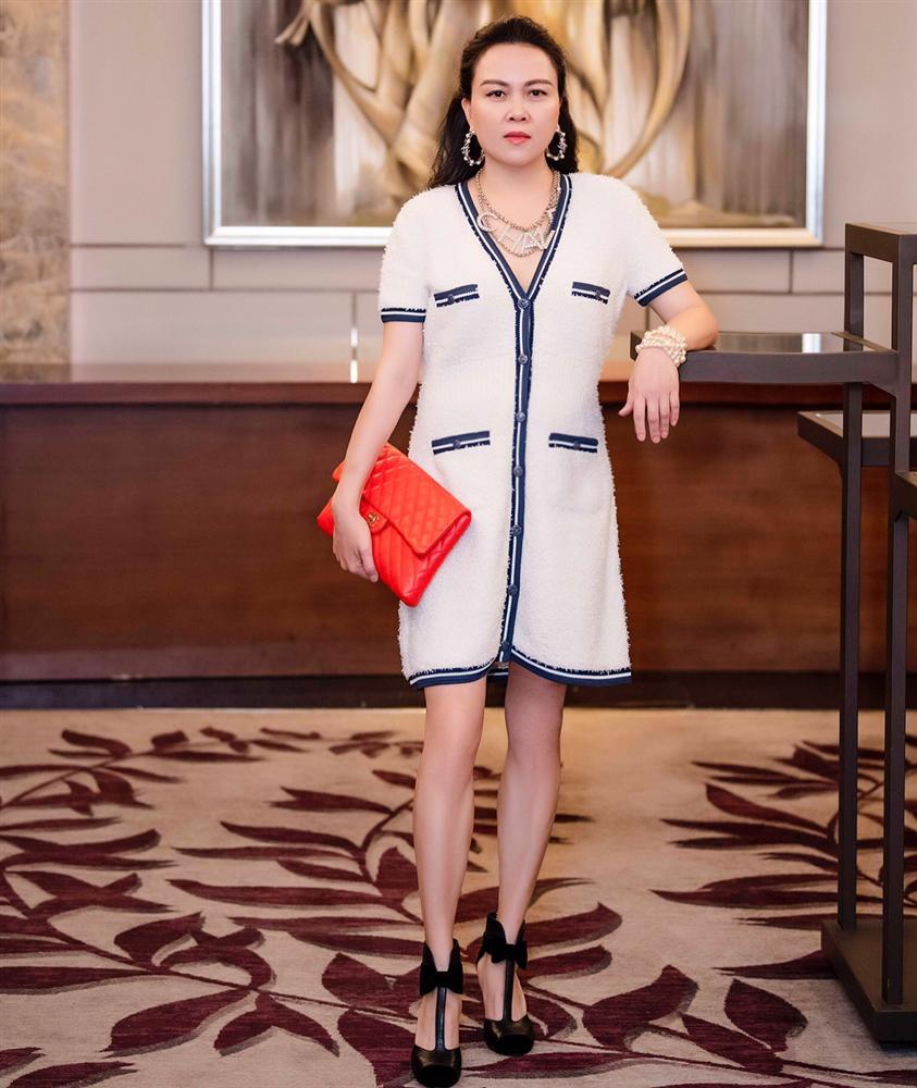 Phượng Chanel bị bóc mẽ photoshop da trắng toát, đầu gối biến mất-7