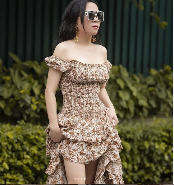 Phượng Chanel bị bóc mẽ photoshop da trắng toát, đầu gối biến mất-1