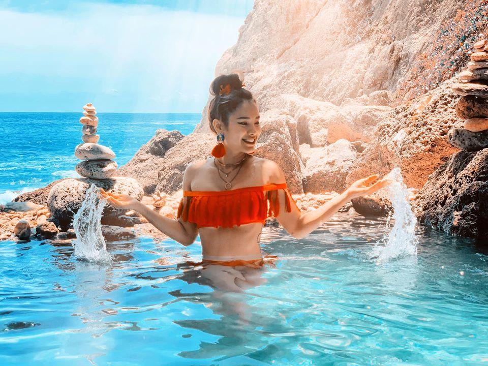 Phương Trinh Jolie tự tin khoe dáng với bikini