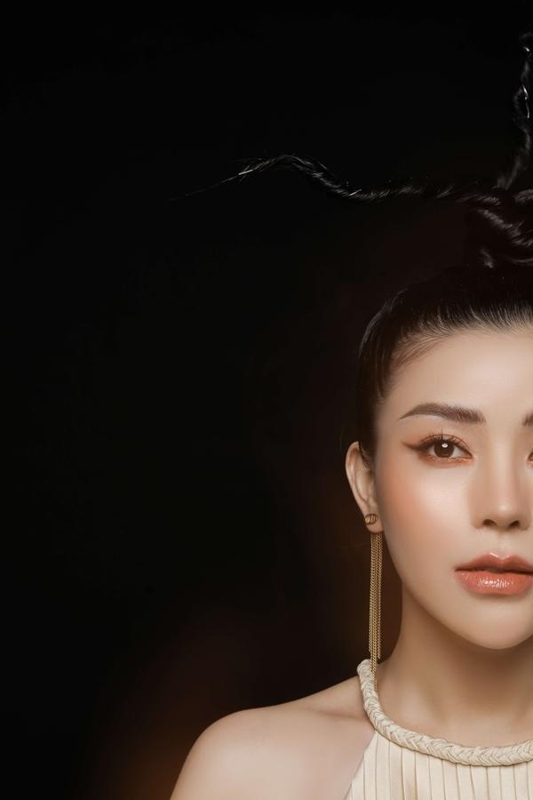 Quán quân The Voice Ngọc Ánh khoe dáng gợi cảm đón Tết