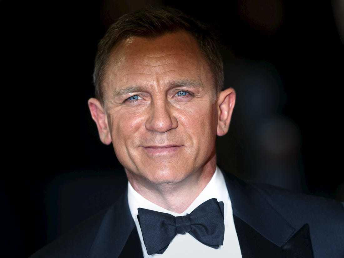 Diễn viên 90 tuổi được chọn là điệp viên 007 xuất sắc nhất màn ảnh