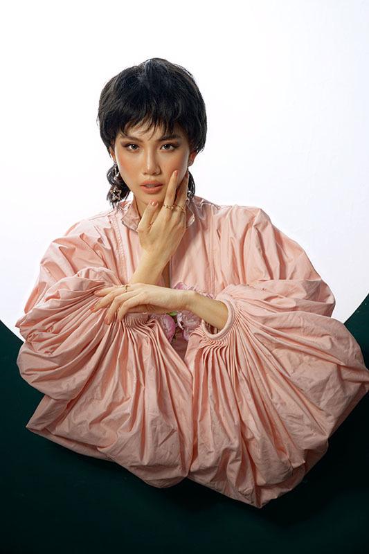 Siêu mẫu Quỳnh Hoa khoe vòng eo 54cm