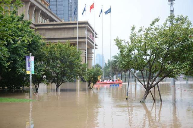 Hình ảnh thành phố Trung Quốc chìm trong ngập lụt