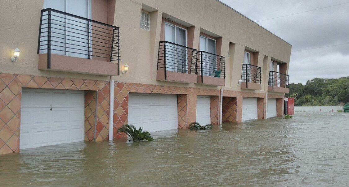 Thiên tai, mưa bão nối tiếp đổ ập vào Mỹ