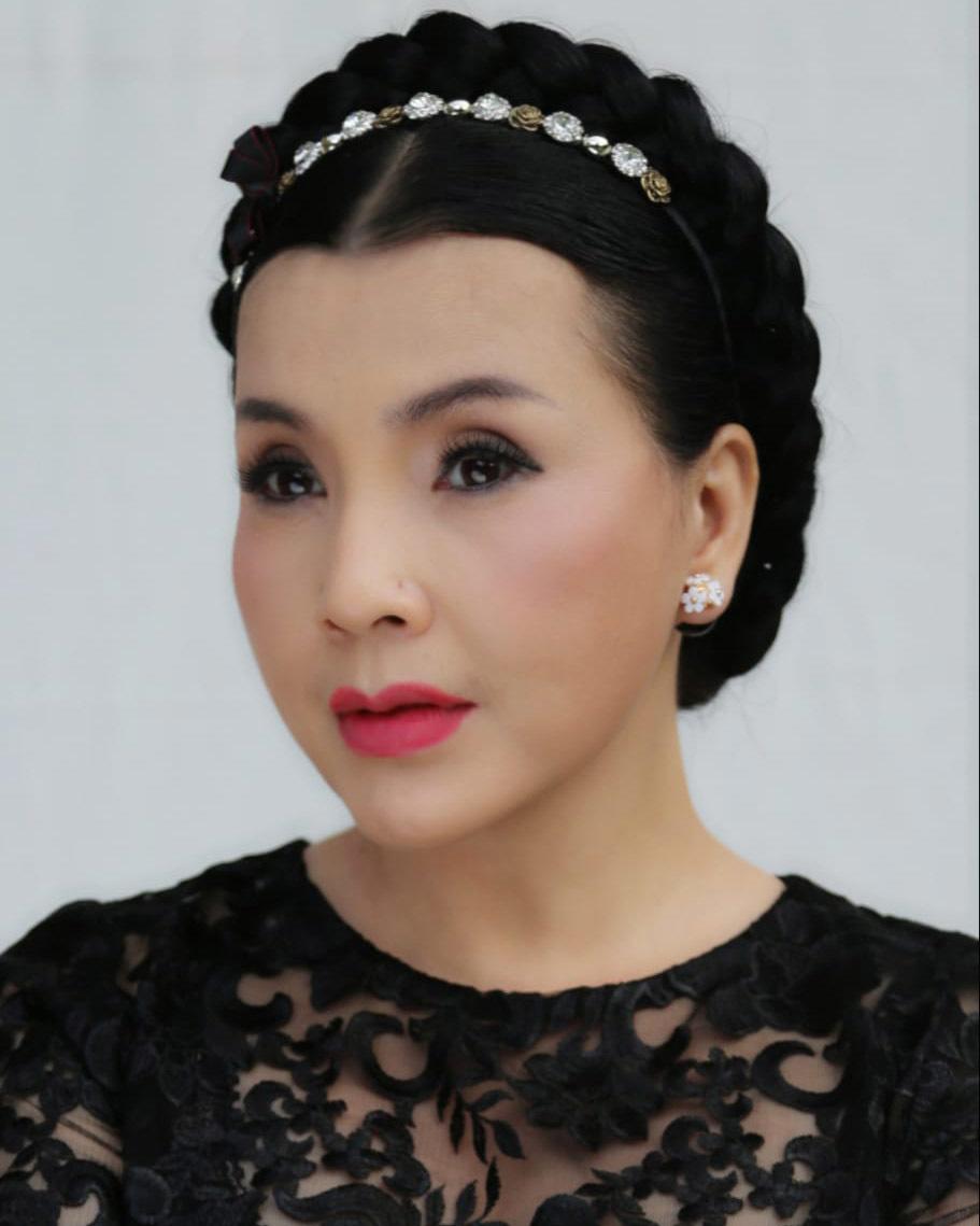 Nhan sắc khác lạ của NSND Lan Hương 'Em bé Hà Nội' ở tuổi 57
