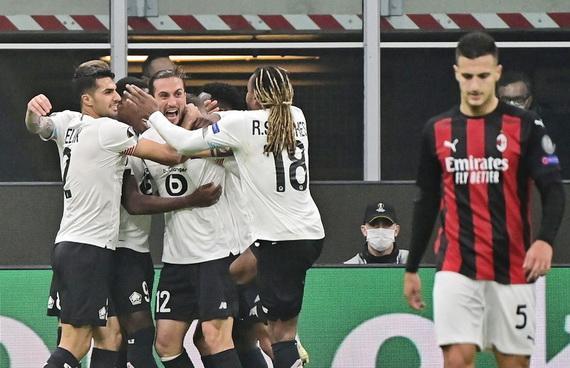 Niềm vui của các cầu thủ Lille sau khi đánh bại AC Milan ngay tại San Siro