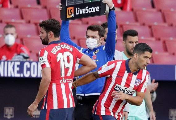 Costa không thể cạnh tranh nổi suất đá chính với tân binh Suarez hay Joao Félix