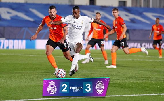 Real Madrid (áo trắng) nhận trận thua sốc trên sân nhà