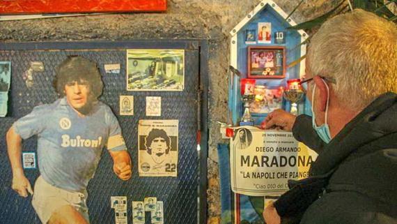Người dân ở Naples luôn thần tượng Maradona!