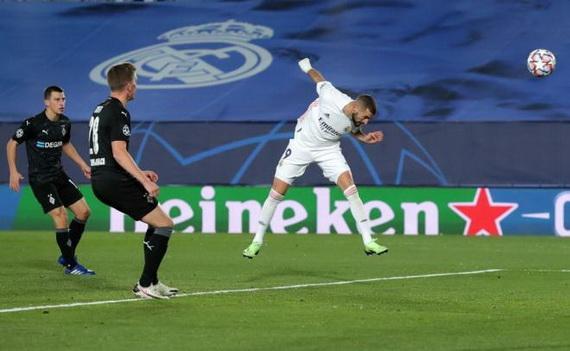 Benzema lập cú đúp bàn thắng cho Real Madrid