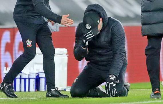 Ông Ralph Hasenhuttl khóc nức nở sau trận đấu!