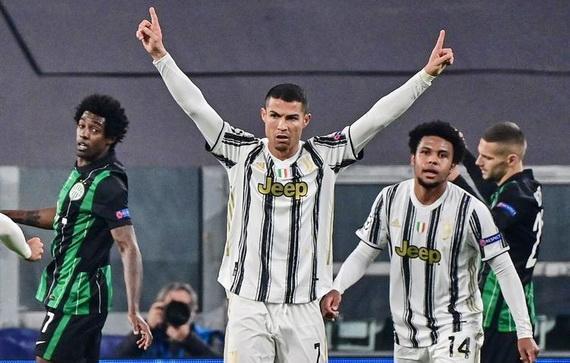 CR7 đạt tới kỷ lục của Messi
