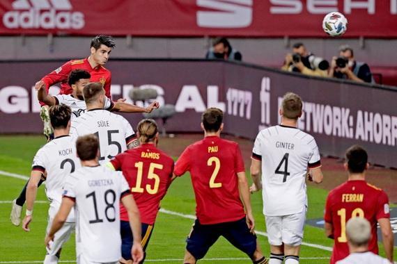Morata ghi bàn mở tỉ số cho Tây Ban Nha