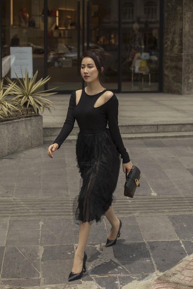 Diễn viên Hồng Loan thanh lịch ra phố