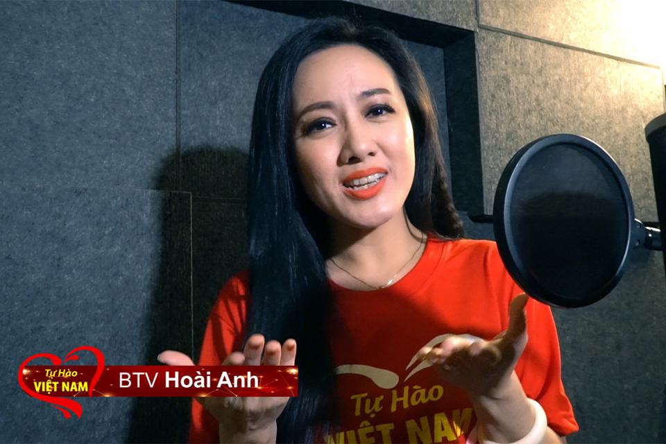 Cầu thủ Văn Lâm, BTV Hoài Anh cùng gần 200 người hát vang 'Tự hào Việt Nam'