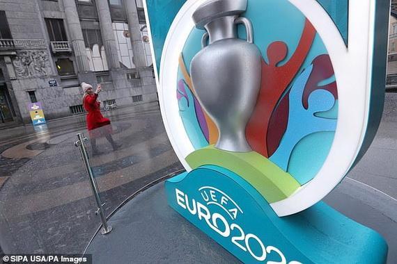 Euro 2020 chính thức bị hoãn!