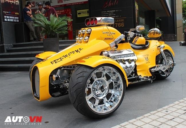 Sắm siêu mô tô động cơ ngang ô tô, thú chơi của đại gia Sài Gòn