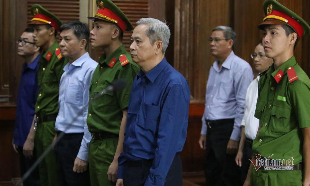 Cựu phó chủ tịch TP.HCM Nguyễn Hữu Tín đổ bệnh trước phiên tòa