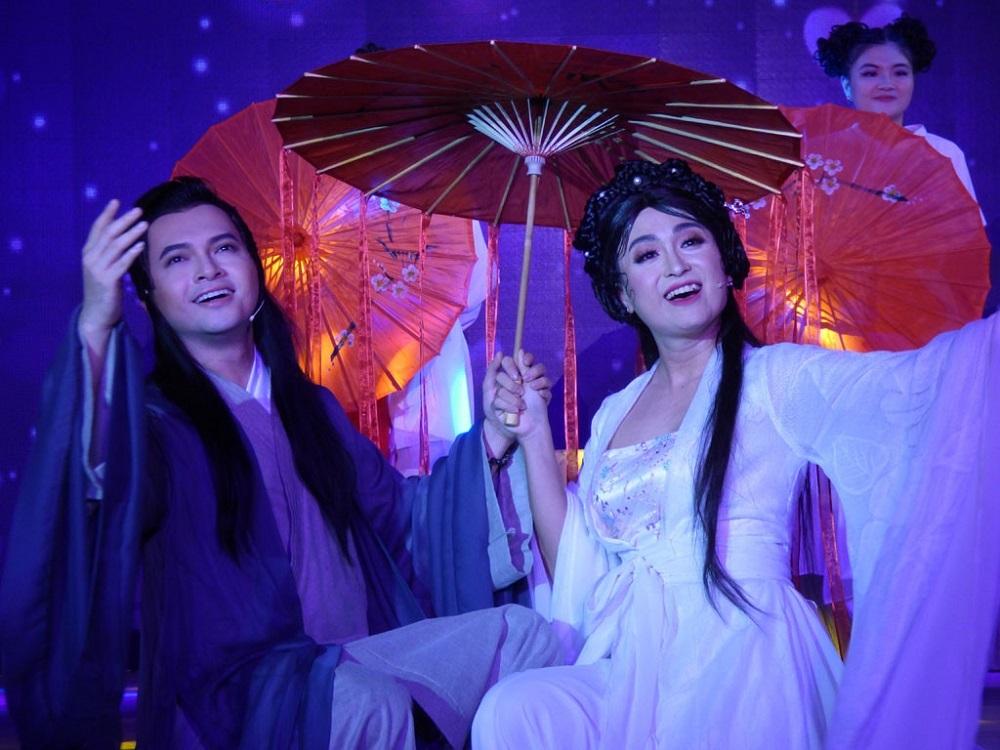 NSND Hồng Vân và Minh Luân chật vật gánh lỗ sân khấu